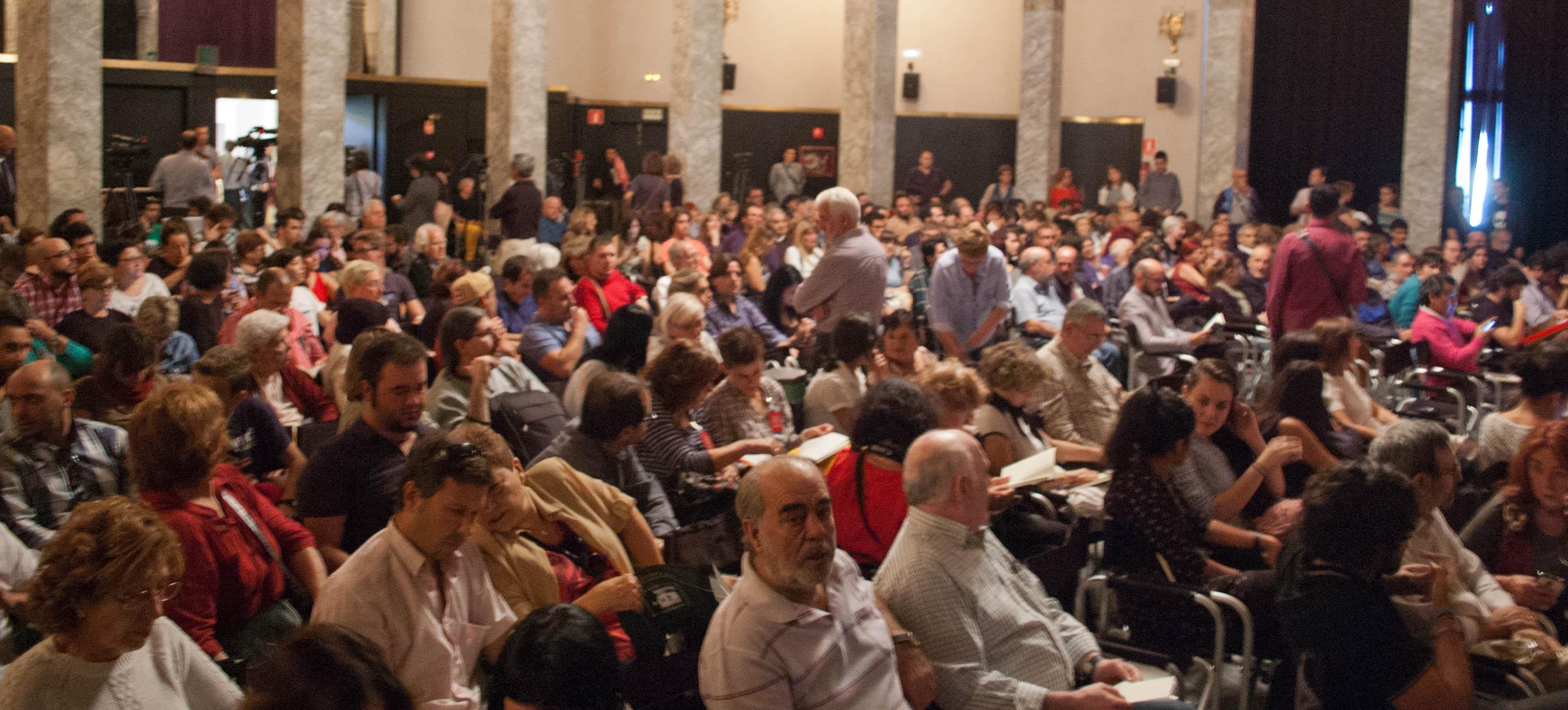 Más de 400 personas asistieron a la presentación.
