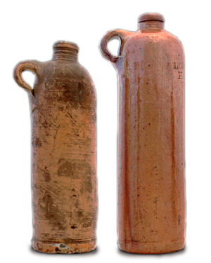 Vasijas de barro, como estas antiguas muestras procedentes de la destilería escocesa Bols, se emplean todavía para embotellar la ginebra