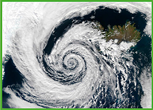 Antes de los sistemas de registro meteorológico de FitzRoy, los marineros ya habían observado que los vientos siguen pautas ciclónicas en los huracanes y que su dirección permitía predecir la trayectoria de las tormentas