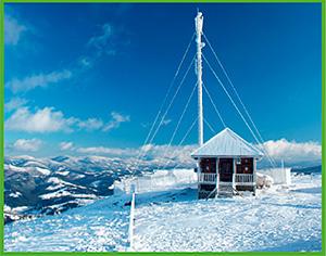Esta estación meteorológica de Ucrania envía datos sobre temperatura, humedad y velocidad del viento vía satélite a superordenadores meteorológicos.