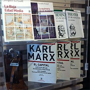 vitrina-libros-siglo-xxi