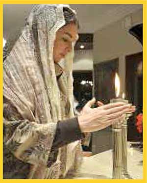 Los rituales que observa el judaísmo, como las velas que se encienden el sabbat (el sábado o día  de descanso), sirven para recordar  a los judíos el vínculo de su alianza con Dios.